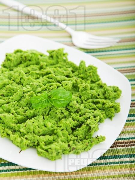 Гарнитура за  пиле и риба - пюре от зелен грах, сметана и мента - снимка на рецептата
